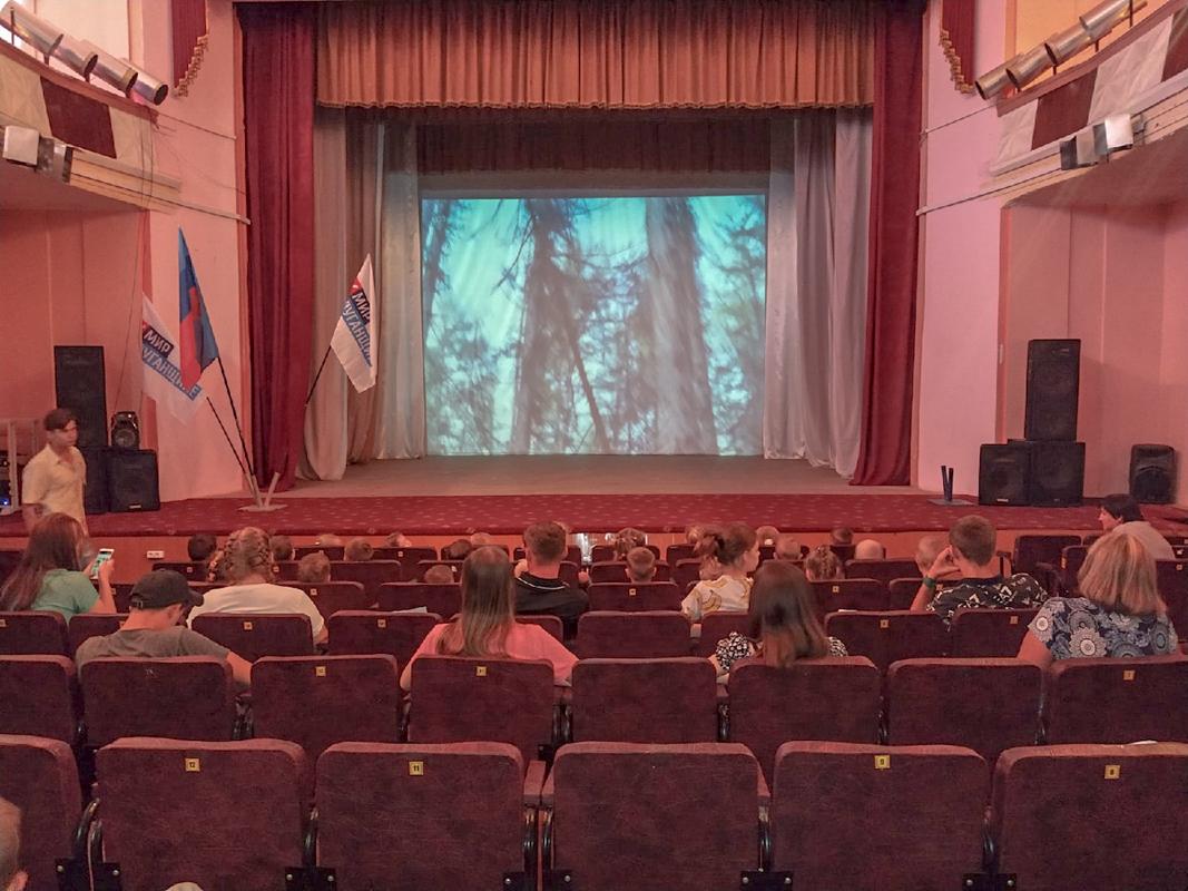 В Перевальске прошёл показ фильма в рамках проекта «Мир кино»