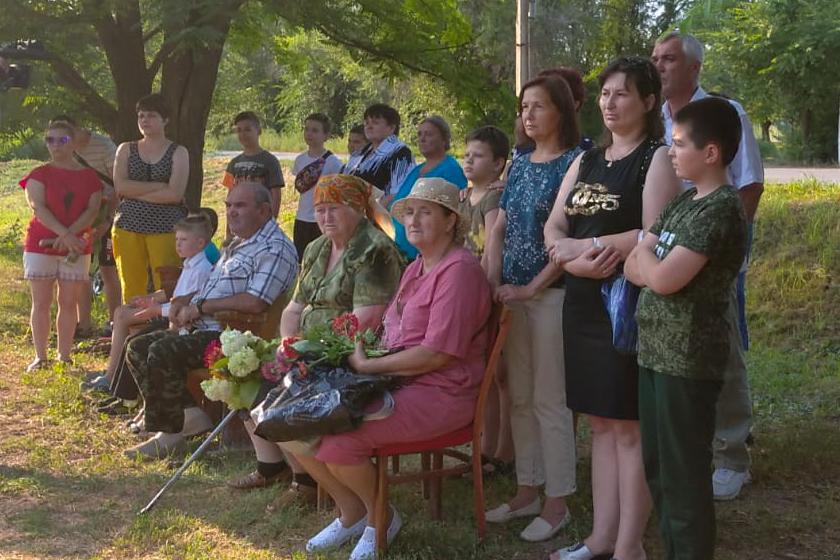 В поселке Фабричный провели митинг, посвященный памяти погибших летом 2014 года