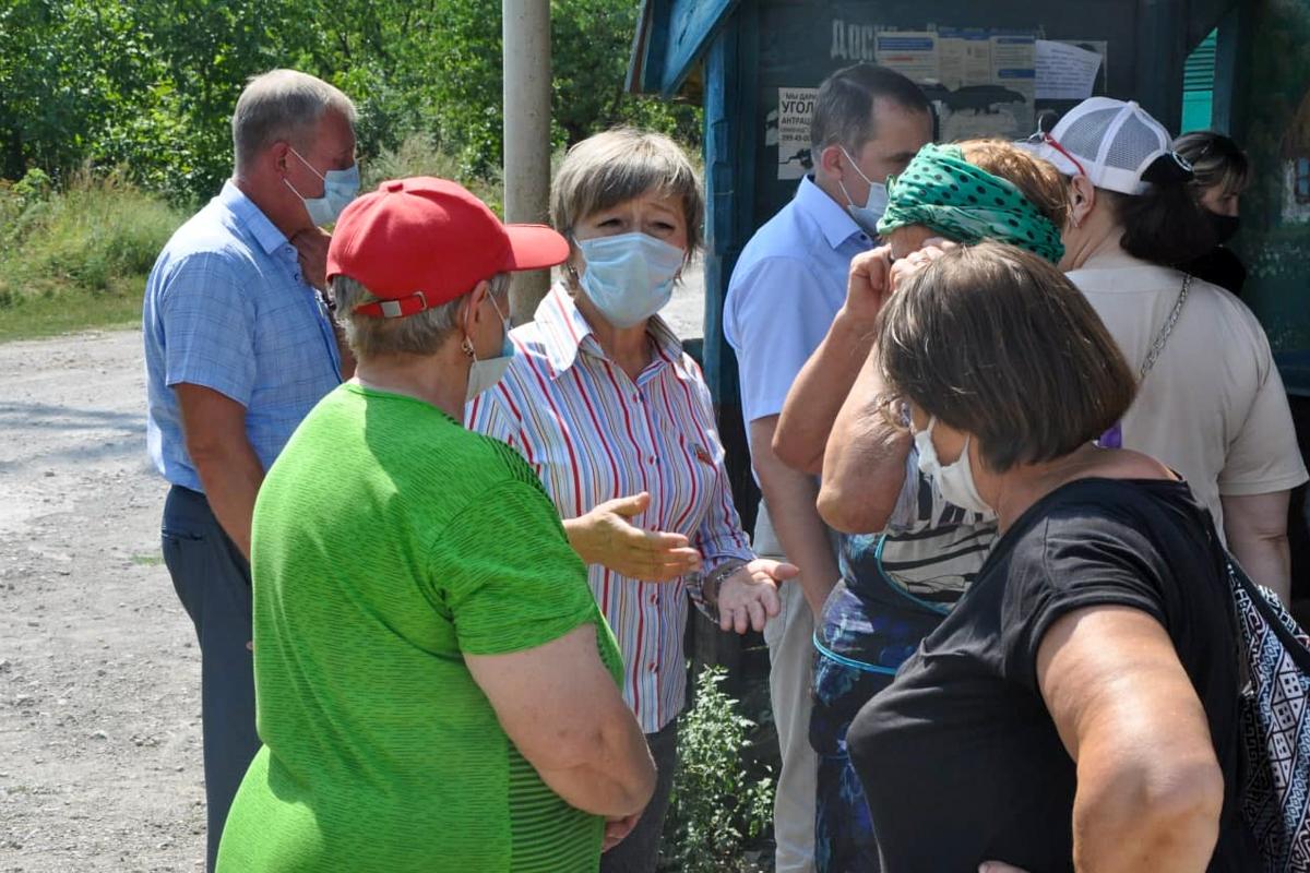 Депутаты провели встречу с жителями города Алмазная в рамках проекта «Парламентский час»
