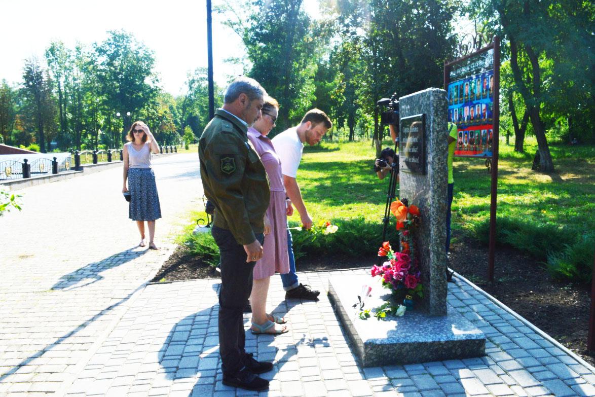 В Свердловске почтили память защитников Донбасса