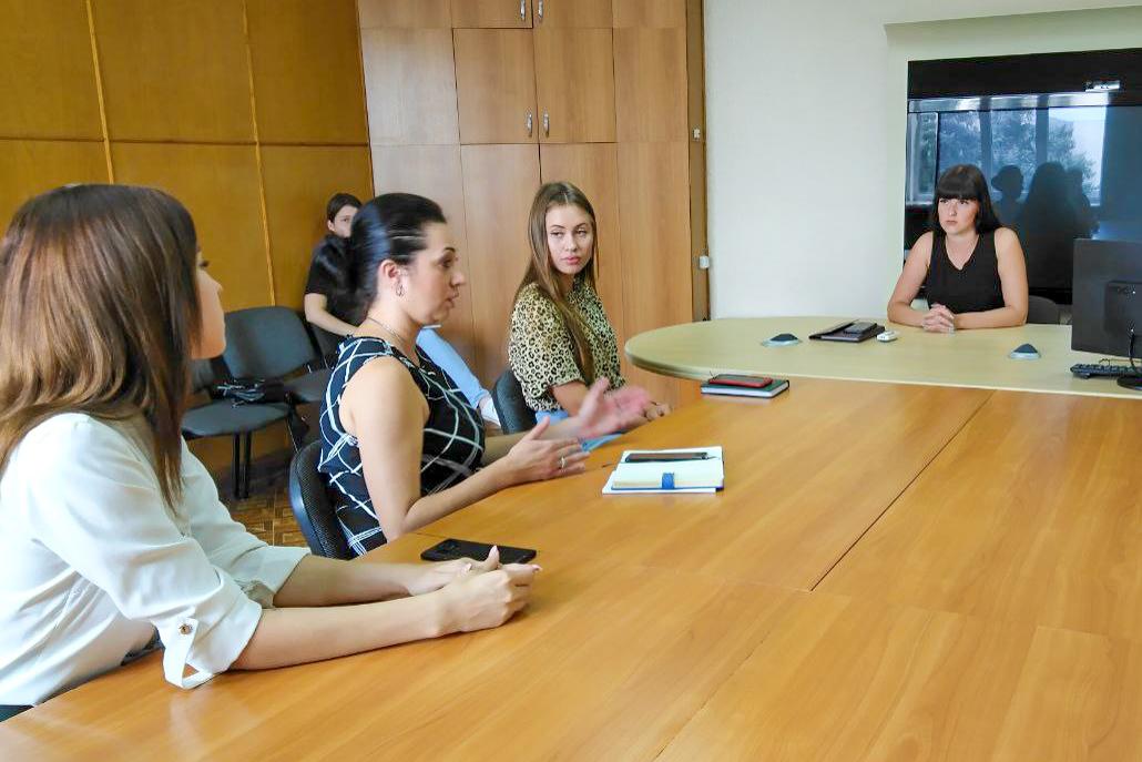 Депутат Светлана Хворостян встретилась с депутатами и резервистами Молодежного парламента ЛНР