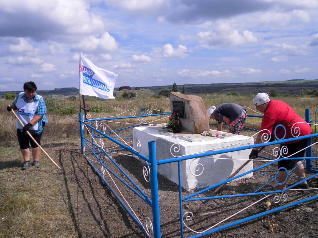 В поселке Урало-Кавказ активисты отремонтировали памятник погибшим шахтерам