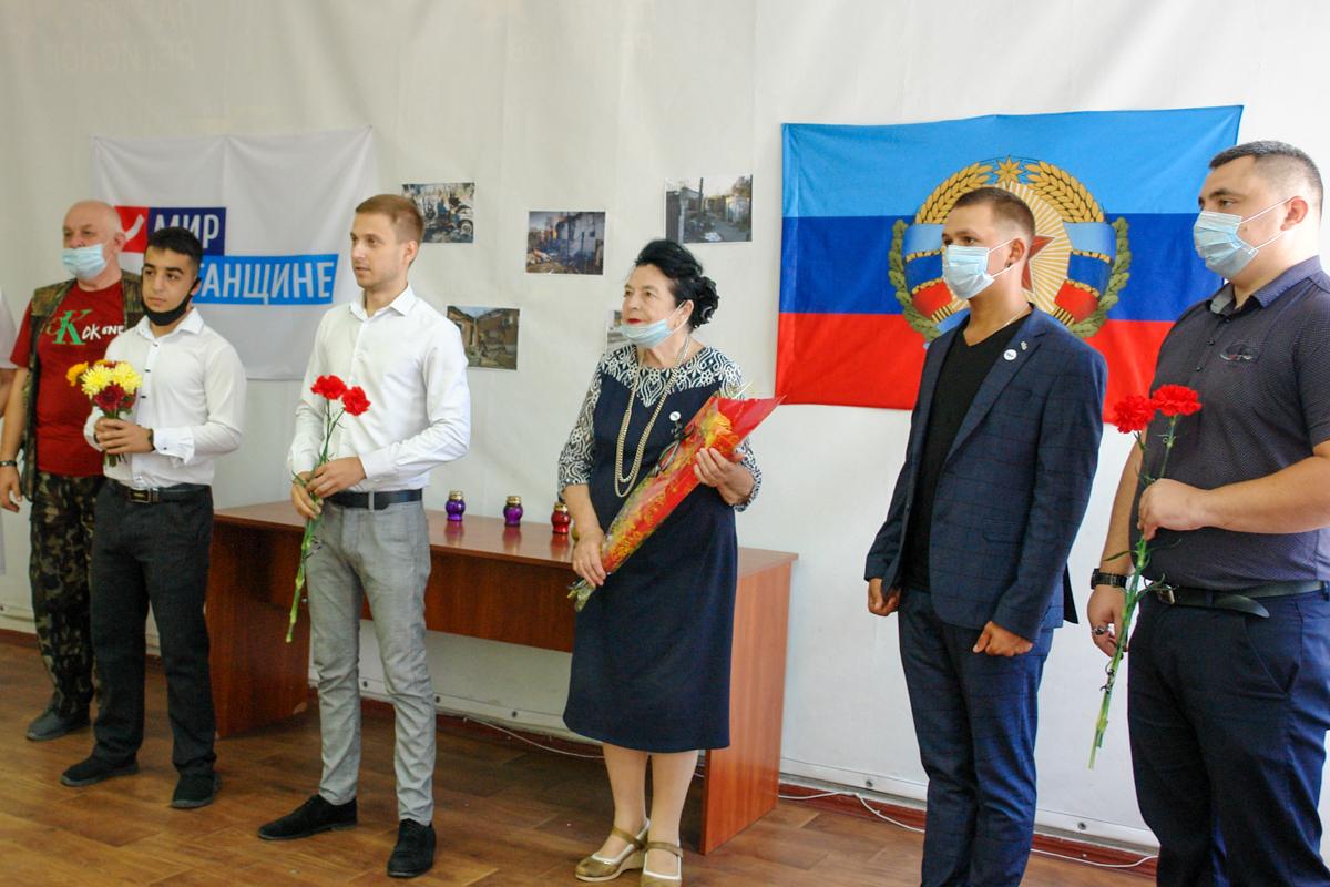 В Красном Луче почтили память погибших от рук ВСУ
