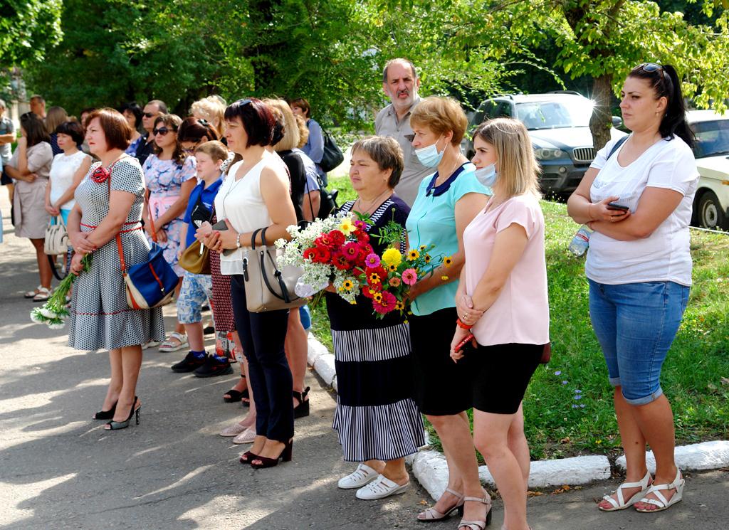 В городе Петровское прошёл митинг-реквием, посвященный памяти погибших жителей города в 2014 году