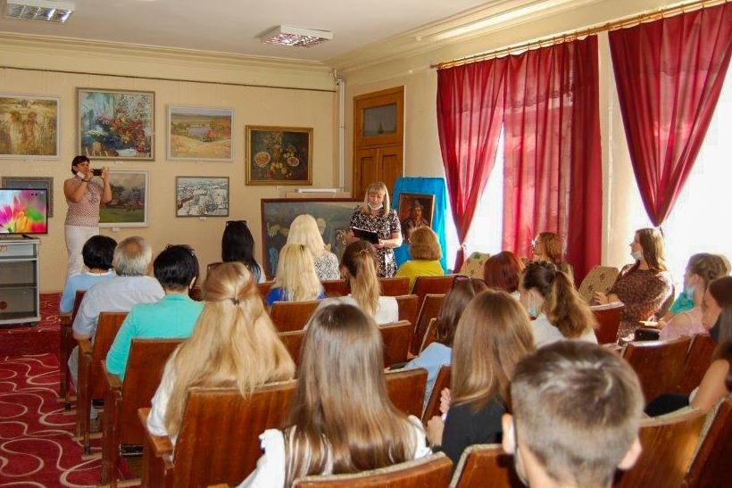 В Стаханове подвели итоги летней кампании по организации временной занятости учащейся молодежи города 1