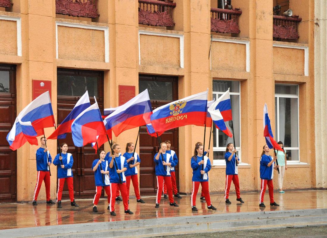 В городах ЛНР отметили День Государственного флага Российской Федерации 1