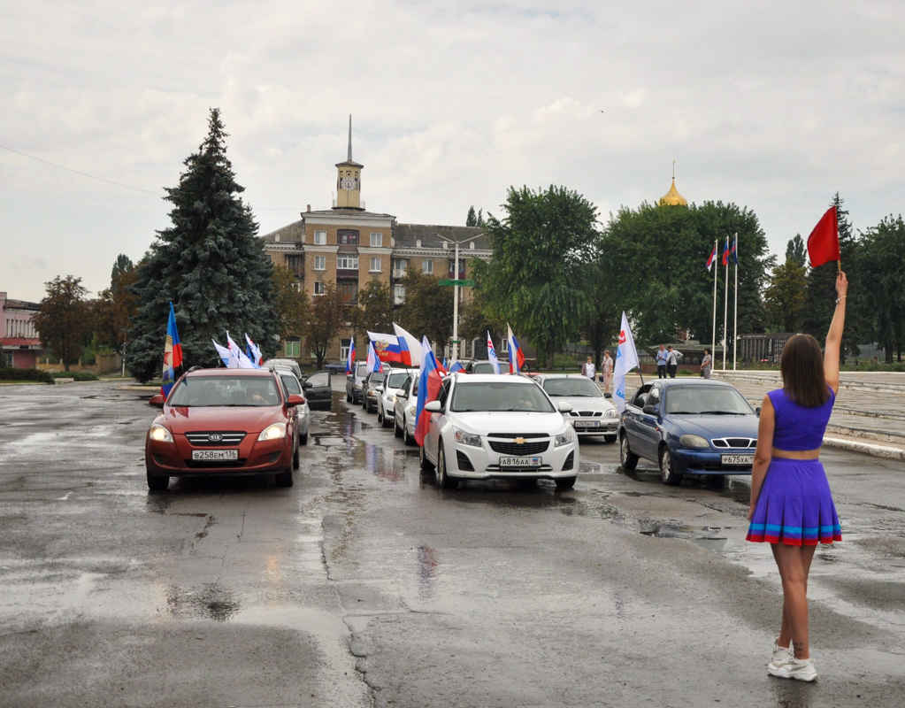 В городах ЛНР отметили День Государственного флага Российской Федерации 2