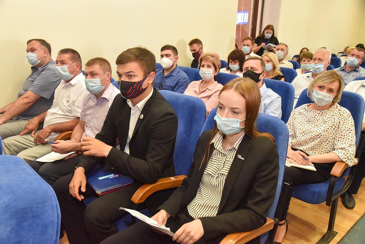 Леонид Пасечник встретился с участниками ОД «Мир Луганщине» 4
