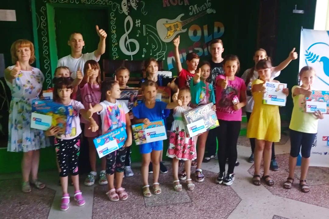 Волонтёры передали настольные игры в клубы отдалённых населённых пунктов Перевальского района