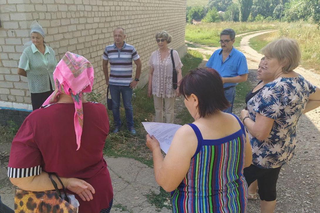 Встречу с жителями Лутугинского района провела депутат Нелли Задирака