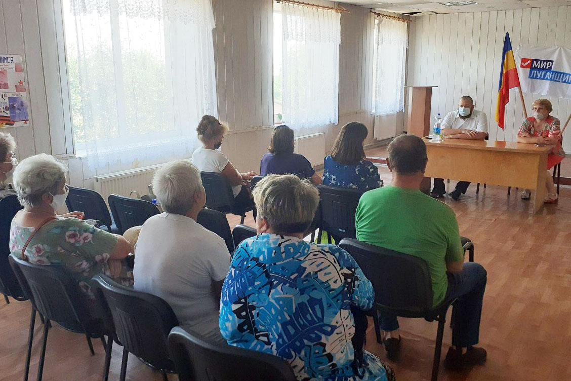Депутат Иван Санаев встретился с жителями села Великий Суходол