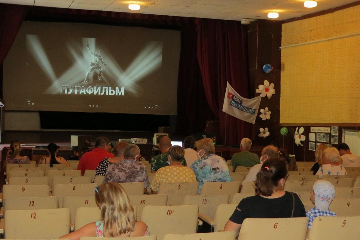 В Брянке в рамках проекта «Мир кино» прошёл показ фильма «Ополченочка»  1