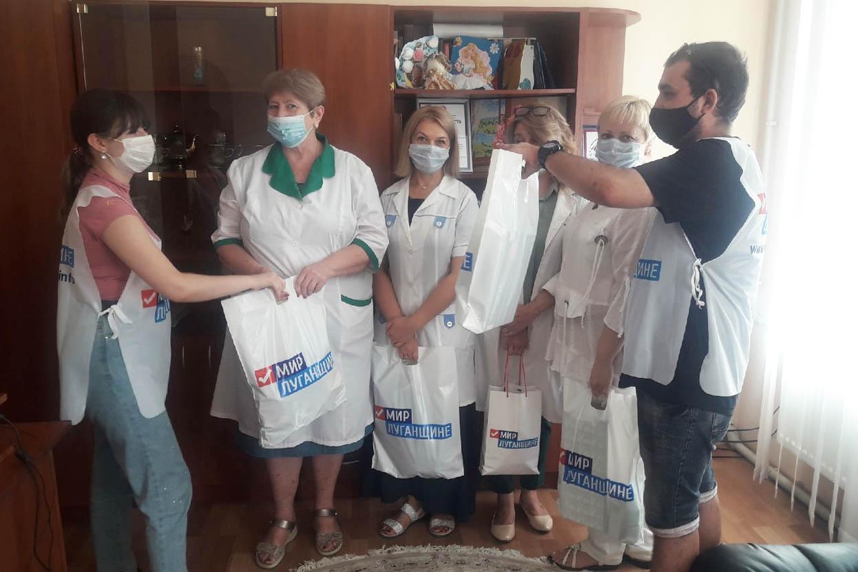В Стаханове активисты первичного отделения ОД «Мир Луганщине» посетили детское неврологическое отделение 1
