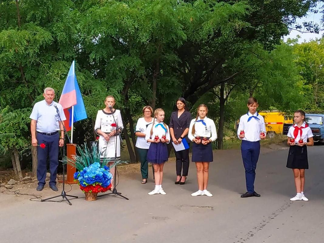 В Новосветловке прошел митинг памяти начала боевых действий в 2014 году