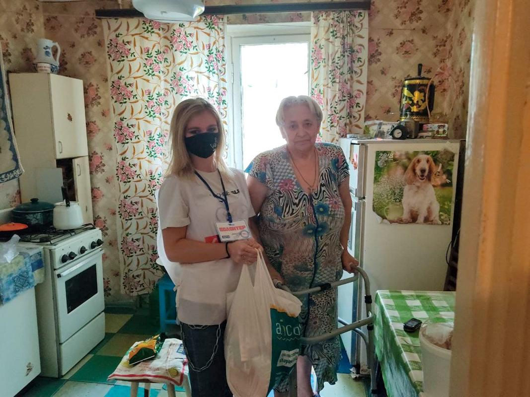 В рамках акции «Рука помощи» волонтёры помогли 26 жителям ЛНР