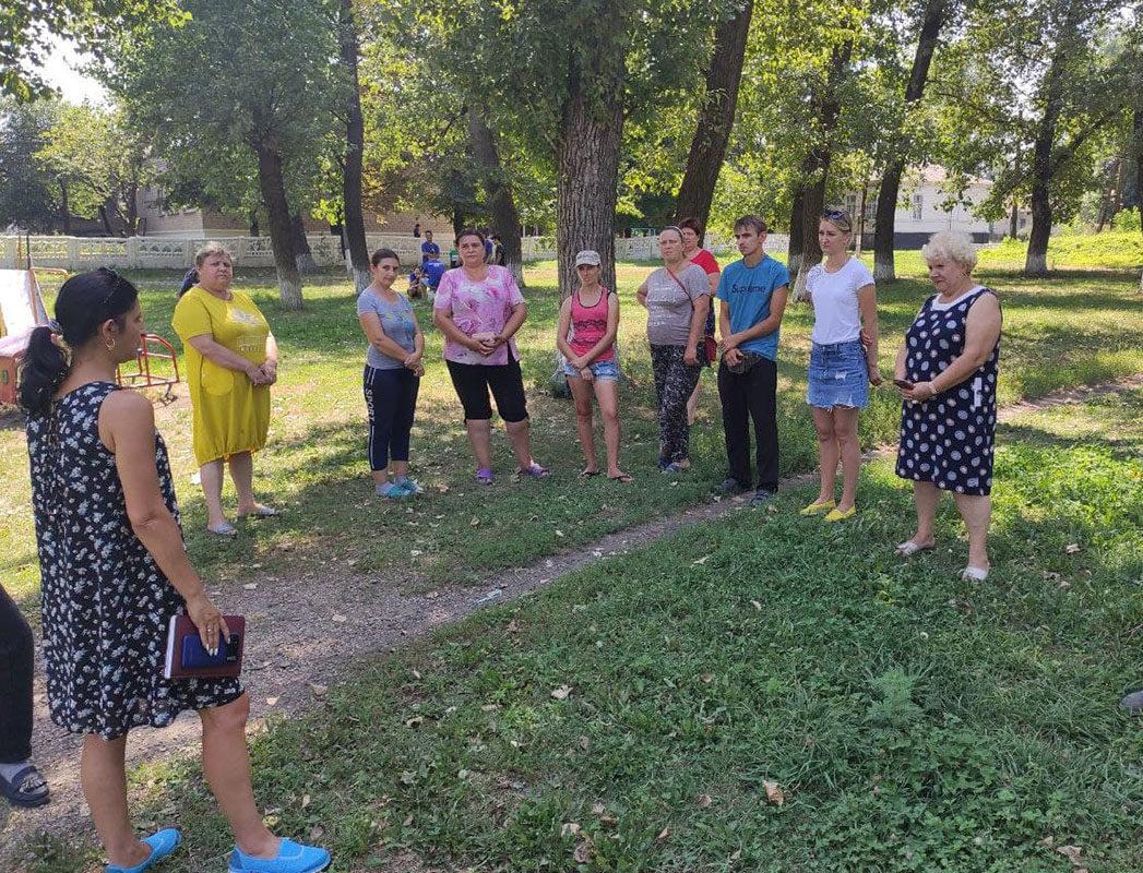 Белла Демешко встретилась с жителями поселка городского типа Новодарьевка города Ровеньки 3