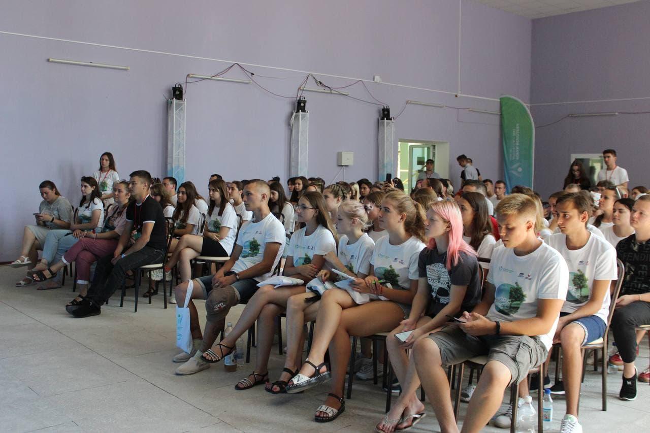 В посёлке Седово в рамках Форума молодёжи Донбасса «МОРЕ – ЛЕС» собрались начинающие журналисты из ЛНР и ДНР