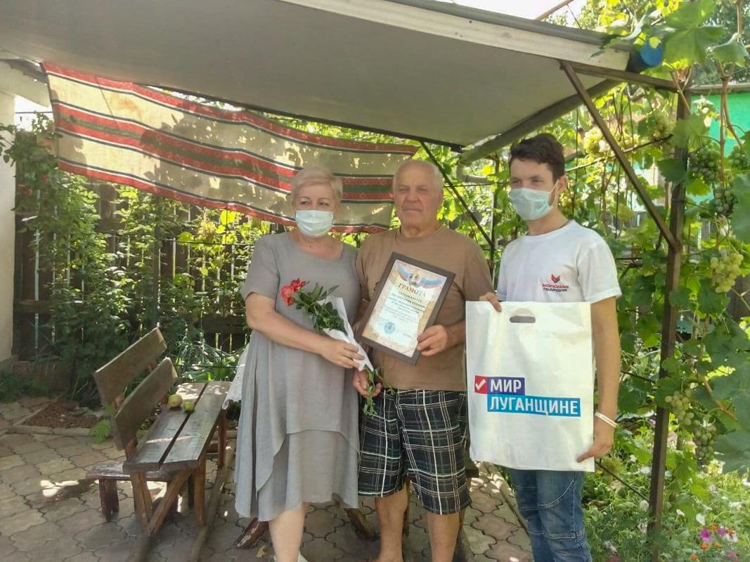 Представители ОД «Мир Луганщине» поздравили ветеранов шахтёрского труда из Перевальска