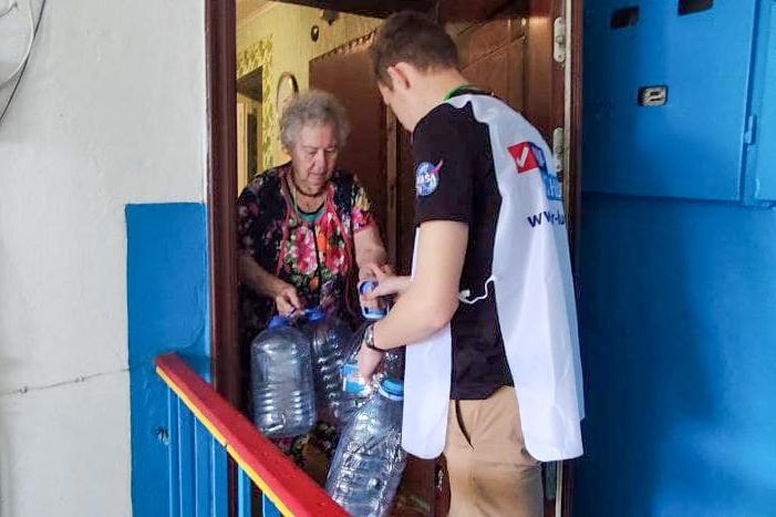 В рамках акции «Рука помощи» активисты помогли трём жительницам Кировска