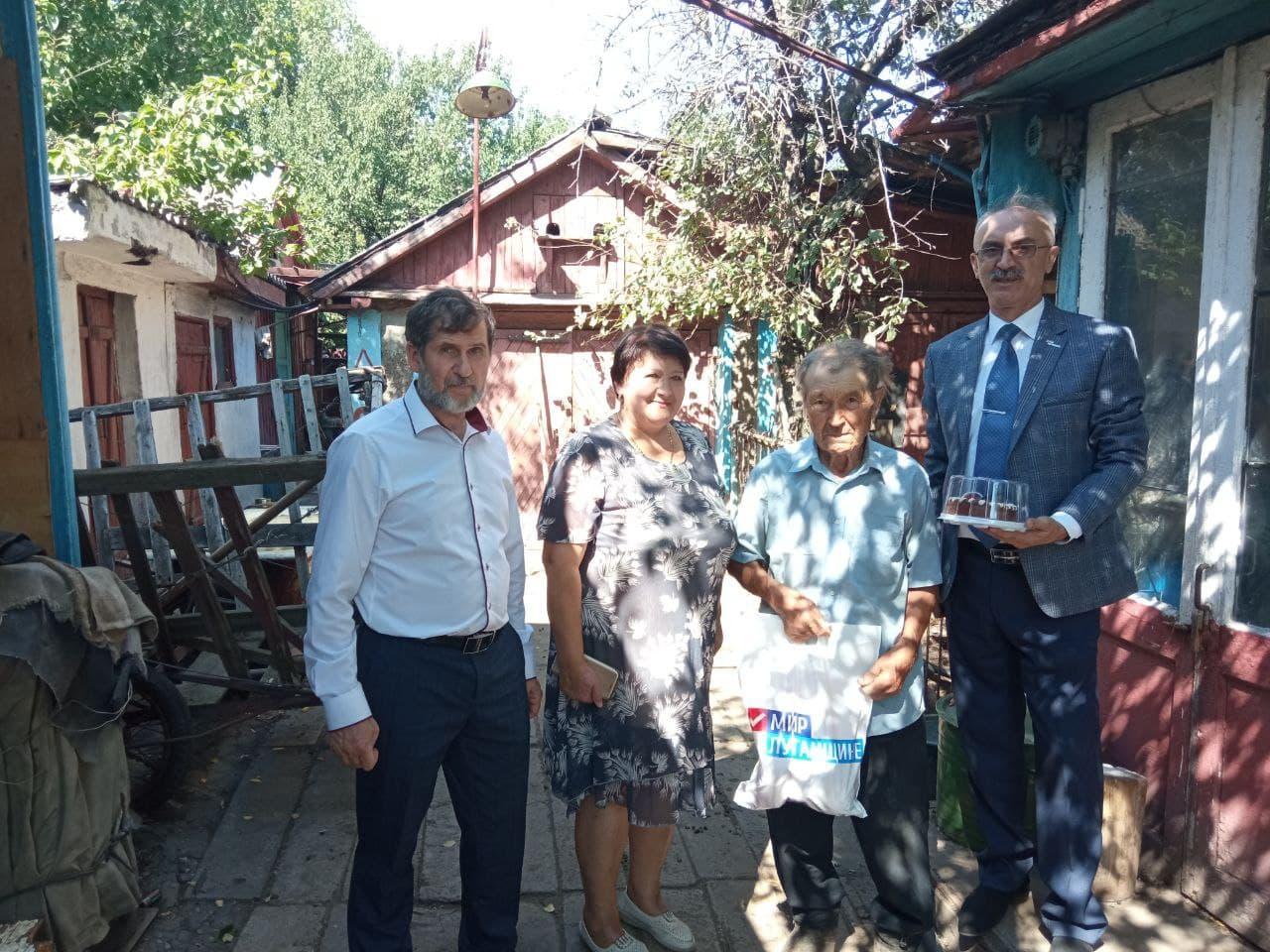 С 90-летием активисты поздравили ветерана в селе Березовское
