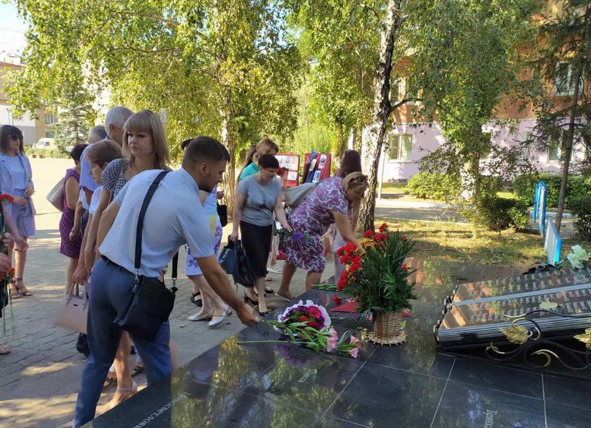 В Лутугино прошла памятная акция, посвященная седьмой годовщинеосвобождения района от оккупации ВСУ