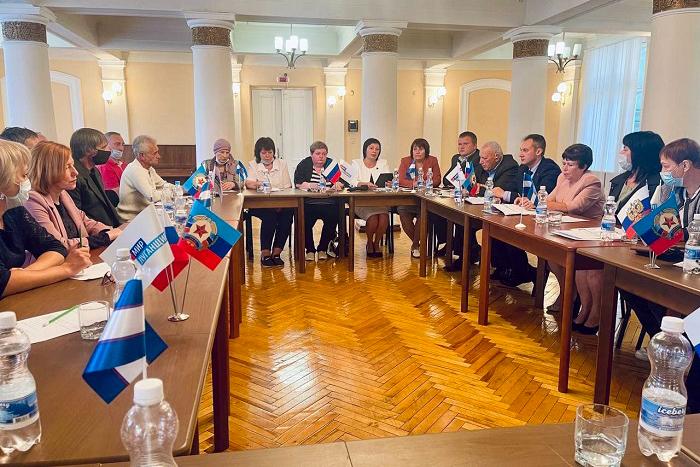 Круглый стол «С Россией едины» провели в Краснодоне