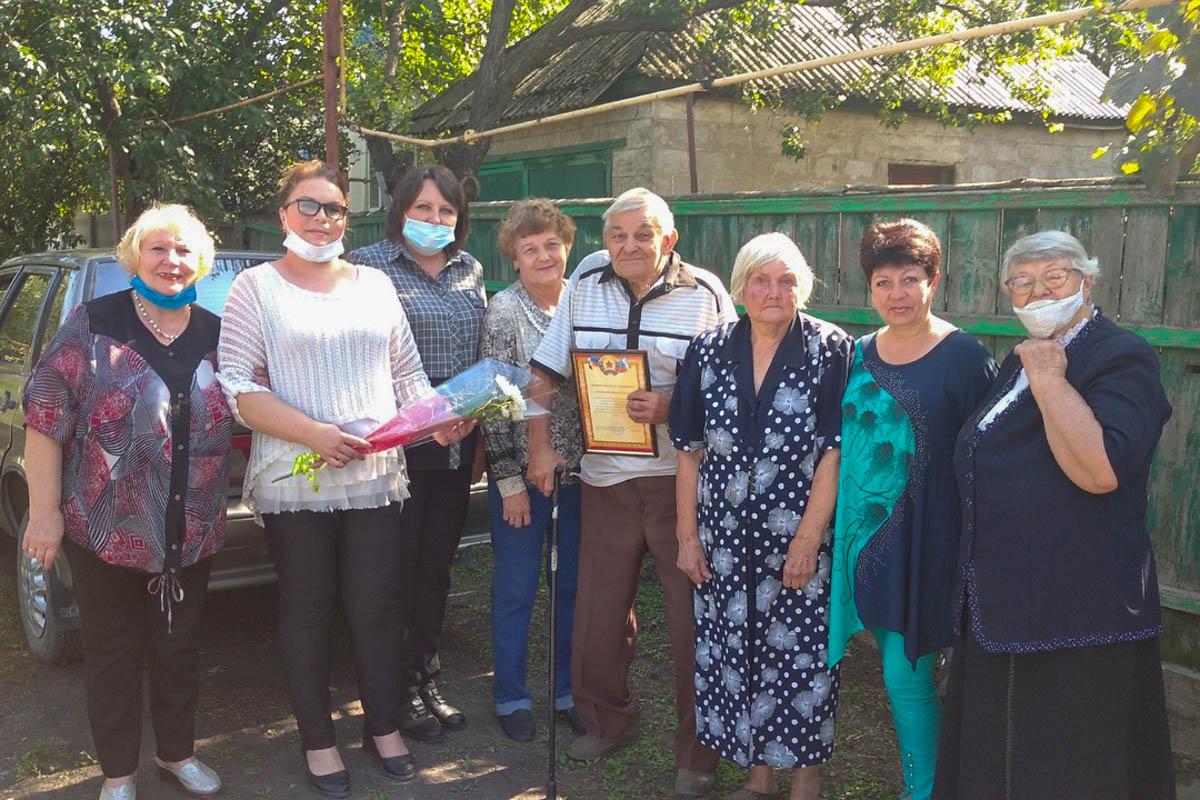Свердловские активисты поздравилис 90-летием ветерана Великой Отечественной войны