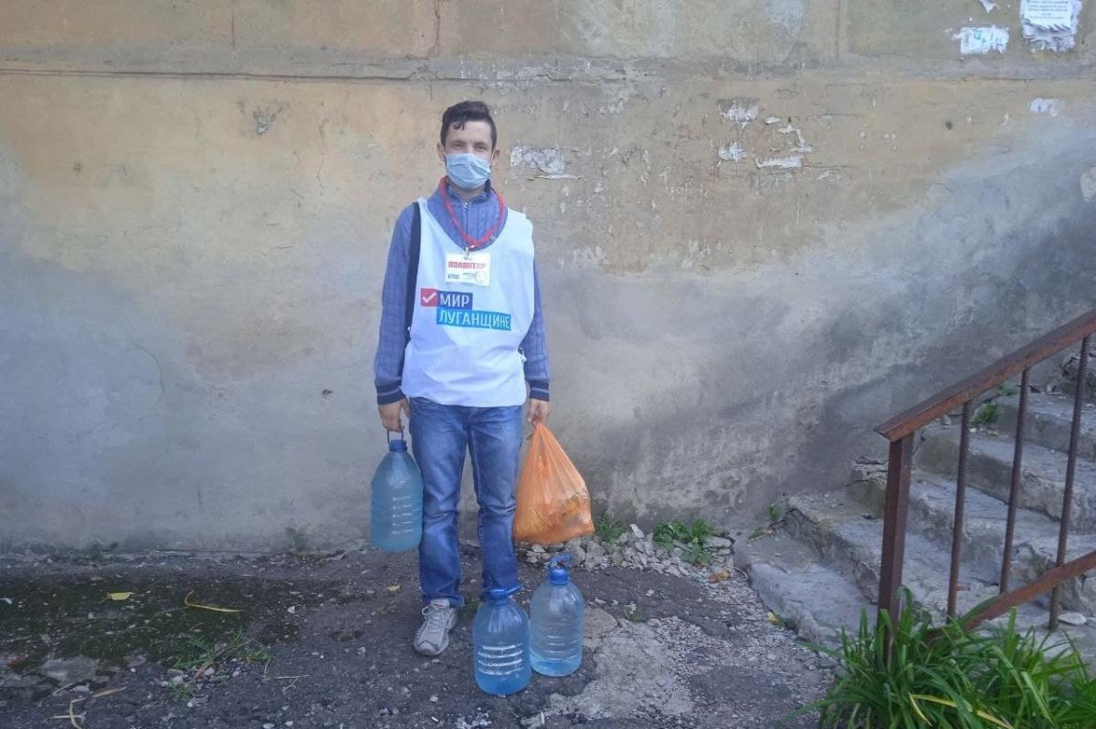 Волонтёры акции «Рука помощи» помогли жительнице Перевальска 1