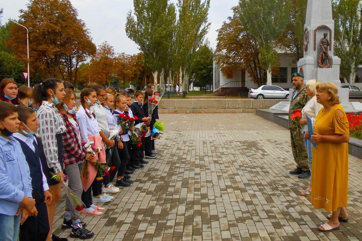 В Стаханове состоялась акция, посвященная Дню Неизвестного Солдата