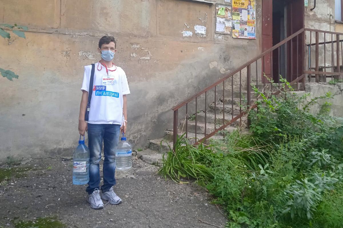Одинокой пенсионерке из Перевальска помогли в рамках акции «Рука помощи»