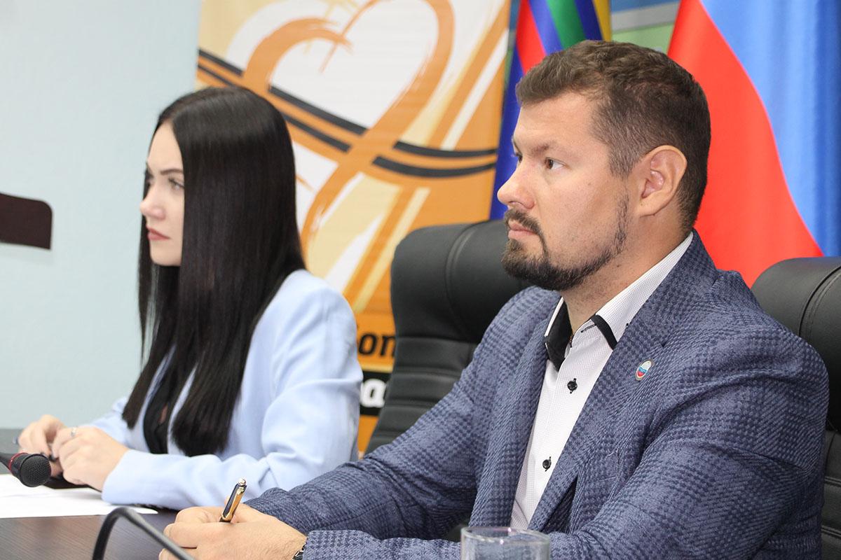 В Антраците провели круглый стол «С Россией едины!» 4