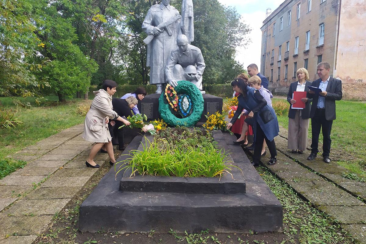 В Вахрушево почтили память советских воинов-освободителей 2