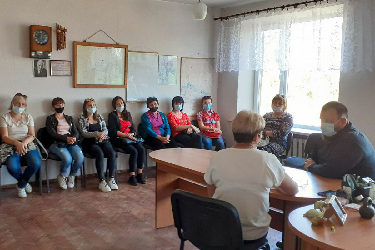 Депутат Иван Санаев встретился с жителями поселка Изварино