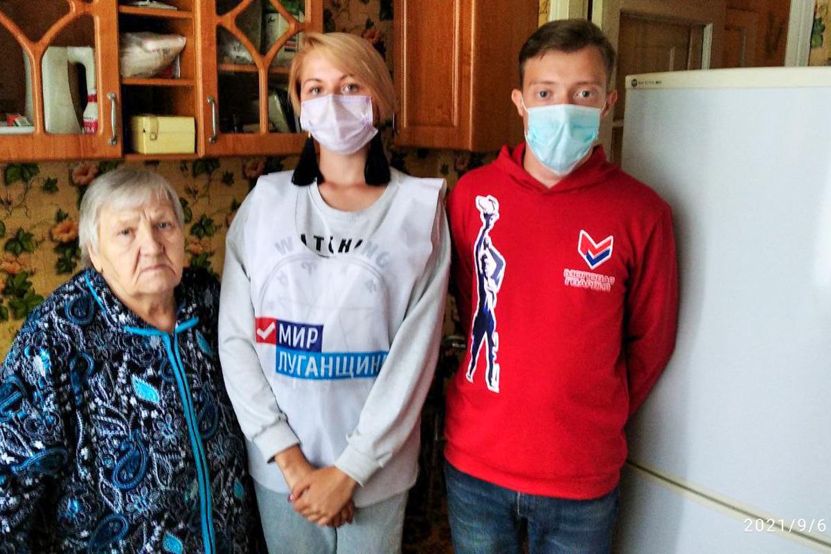 Трем жителям Алчевска оказали помощь волонтёры акции «Рука помощи»
