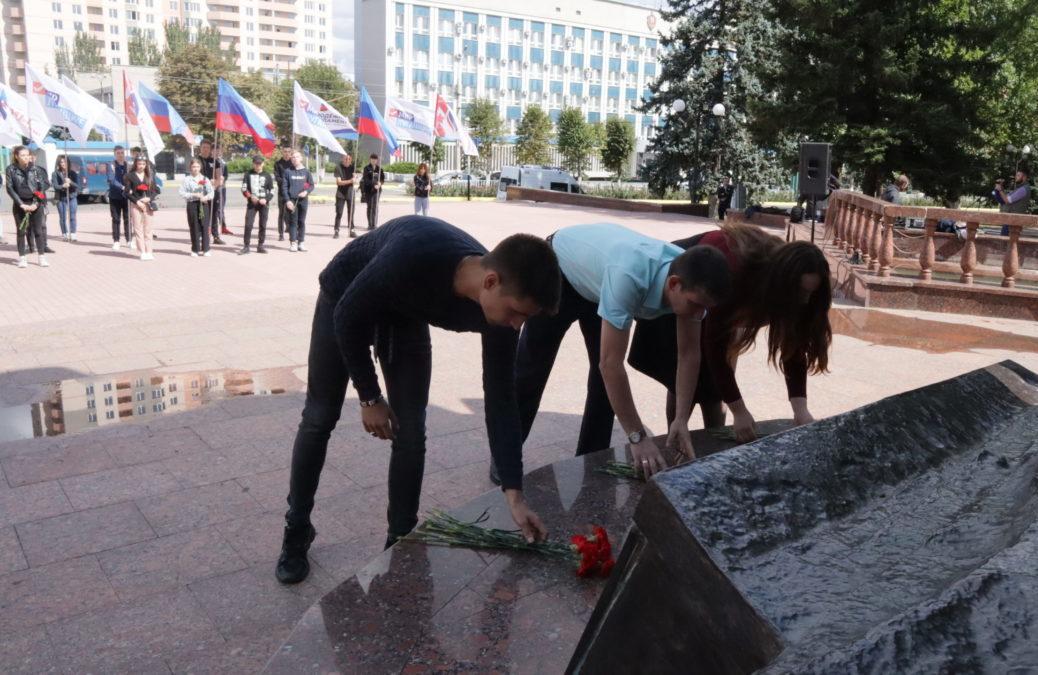 В Луганске состоялся состоялся митинг-реквием, приуроченный ко Дню Неизвестного Солдата – защитника 2