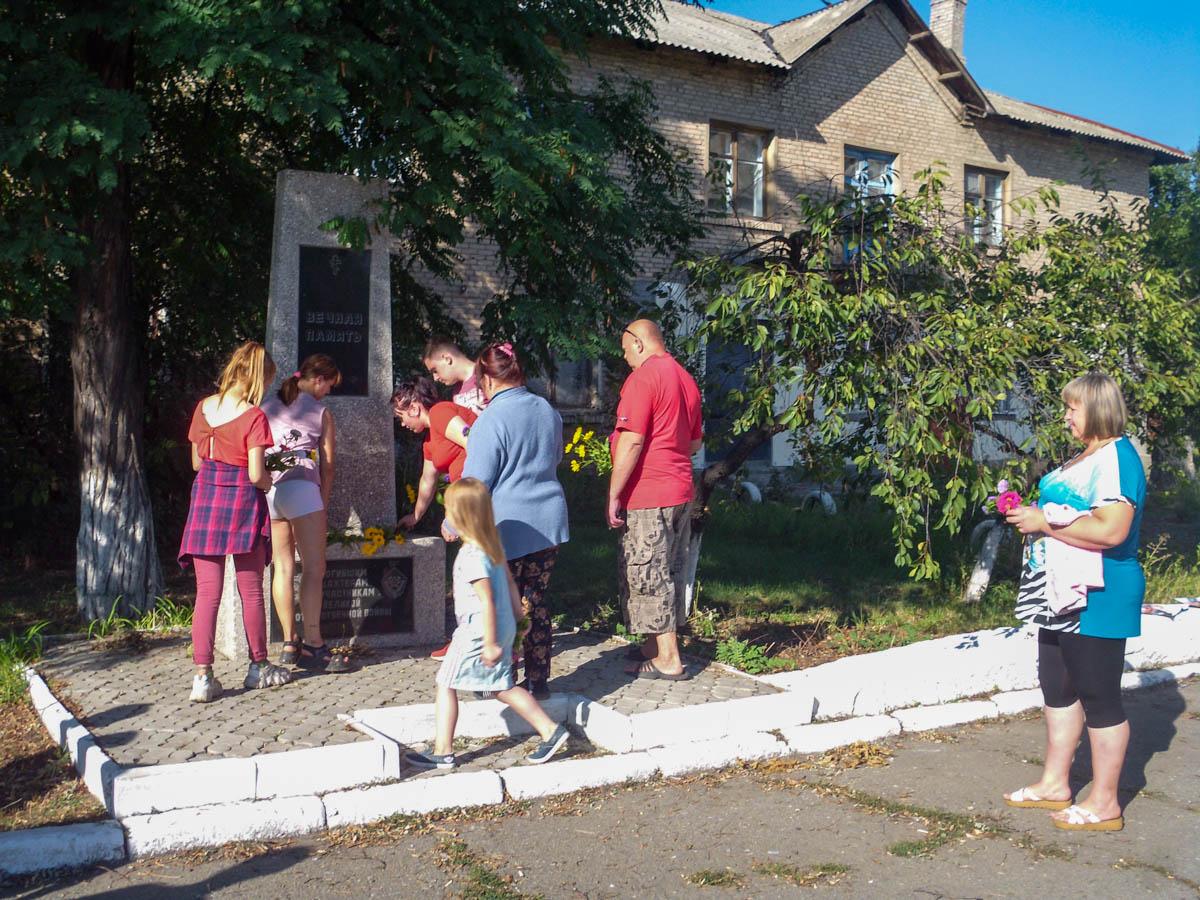 В посёлке Червоногвардейское активисты провели встречу «Вечная память»