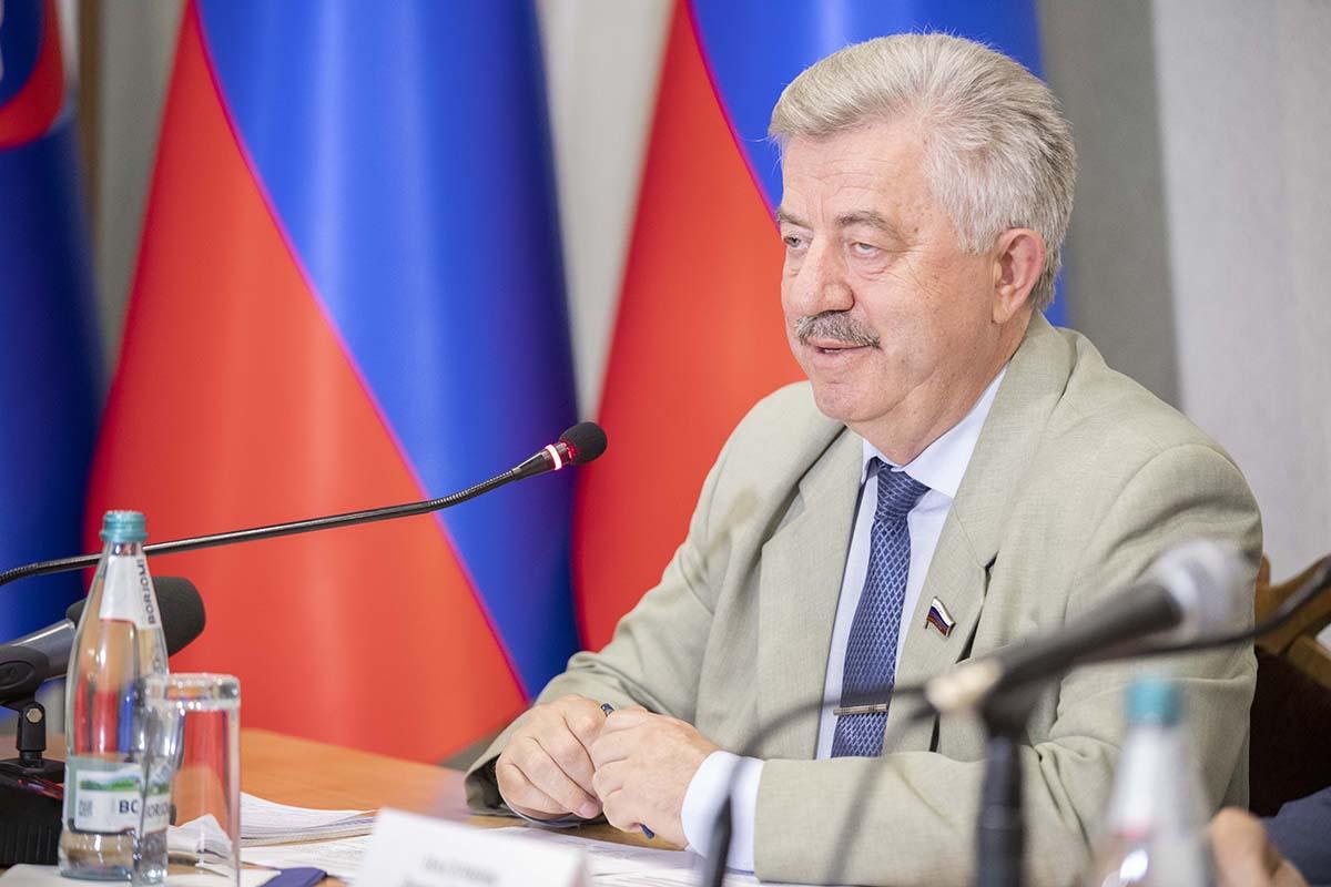 Итоговый круглый стол «С Россией едины!» прошел в Луганске 12