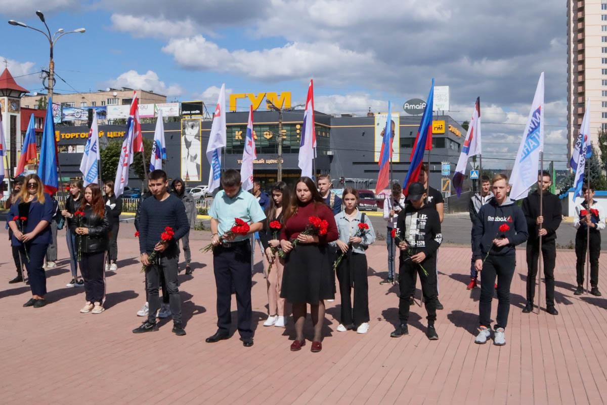 В Луганске состоялся состоялся митинг-реквием, приуроченный ко Дню Неизвестного Солдата – защитника ЛНР 1