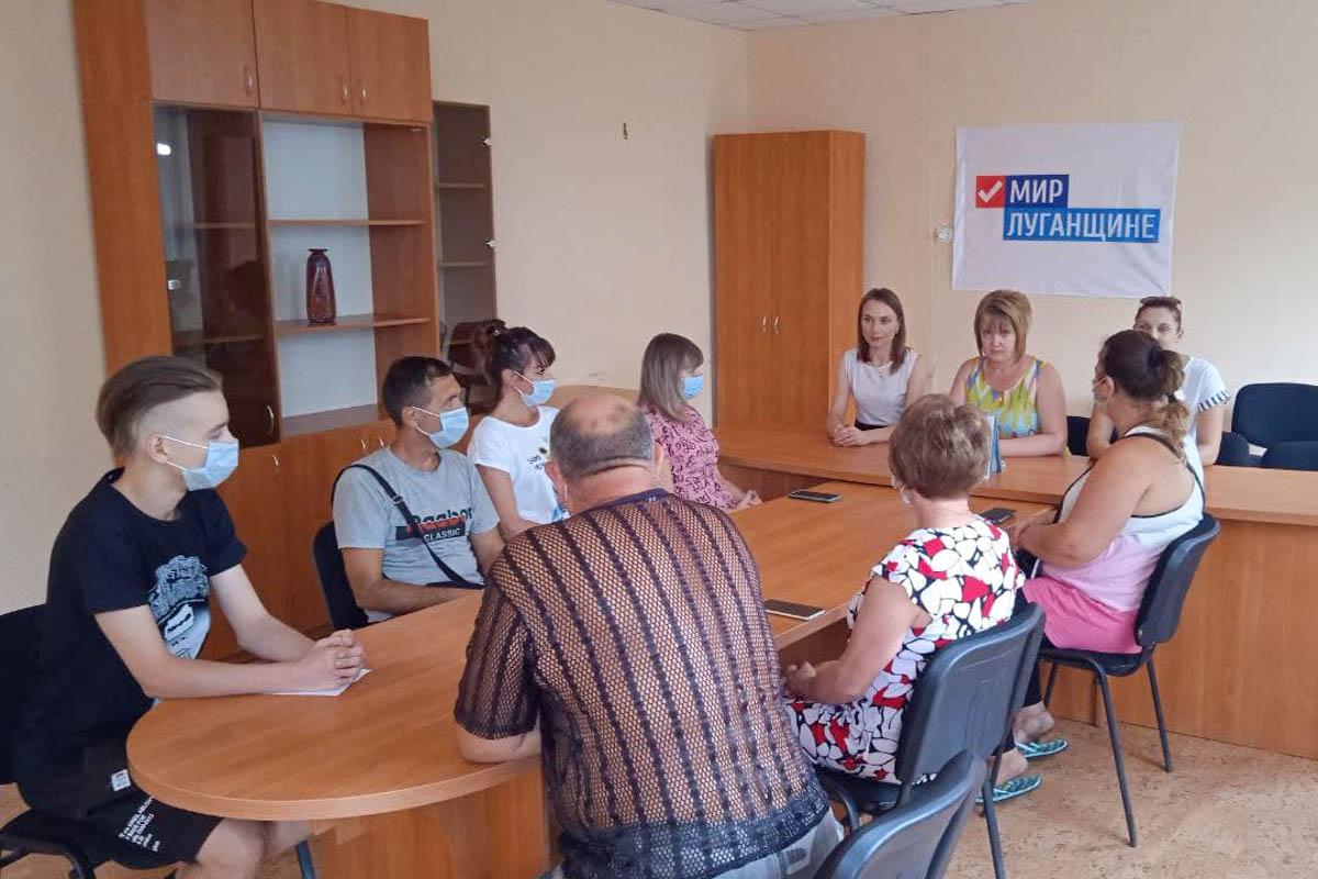 В селе Роскошное активисты ОД «Мир Луганщине» почтили память Александра Захарченко