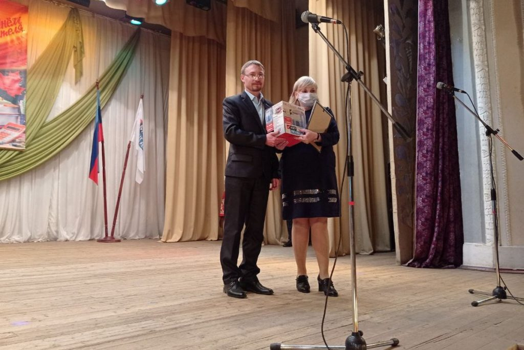 Активисты ОД «Мир Луганщине» поздравили с профессиональным праздником педагогов из городов и районов ЛНР 6