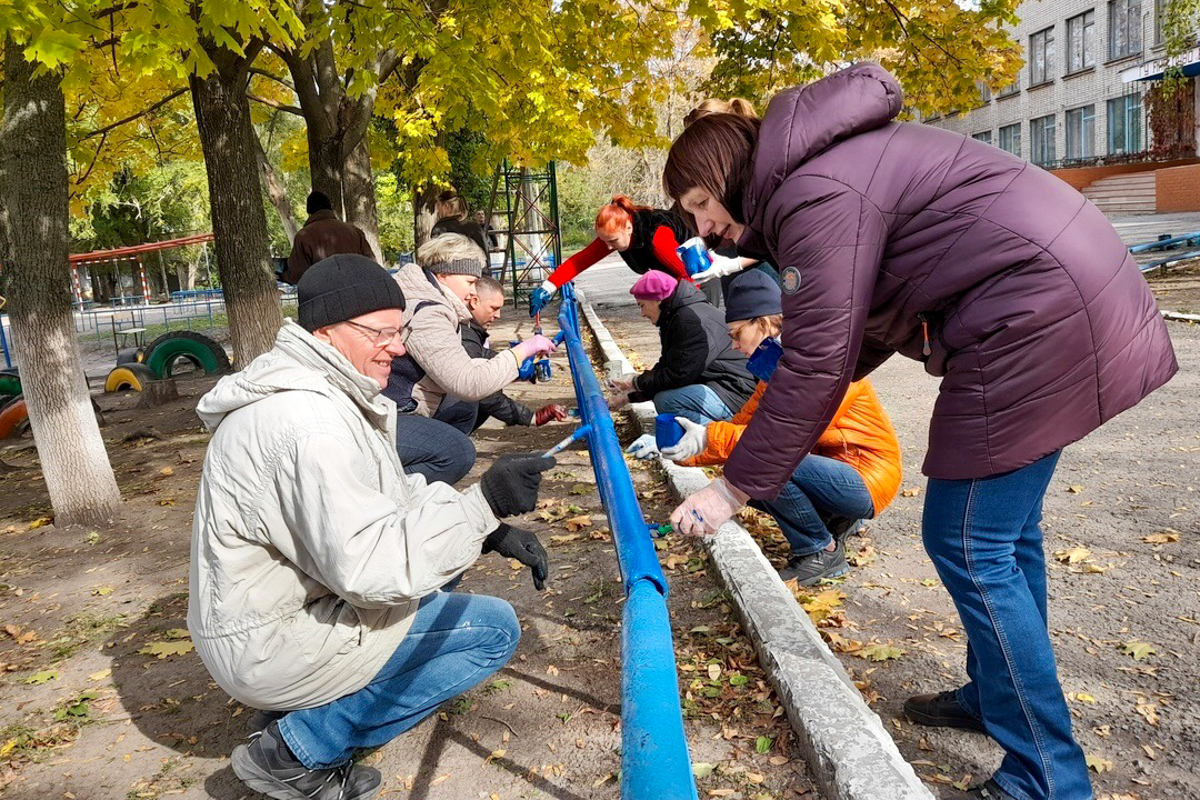 Депутат Юрий Юров принял участие в субботнике