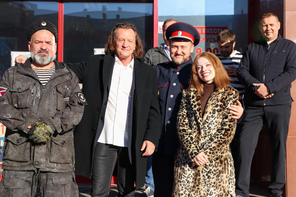 В Луганском кинотеатре презентовали клип ансамбля «Новороссия» на песню «Донбасс за нами» 7