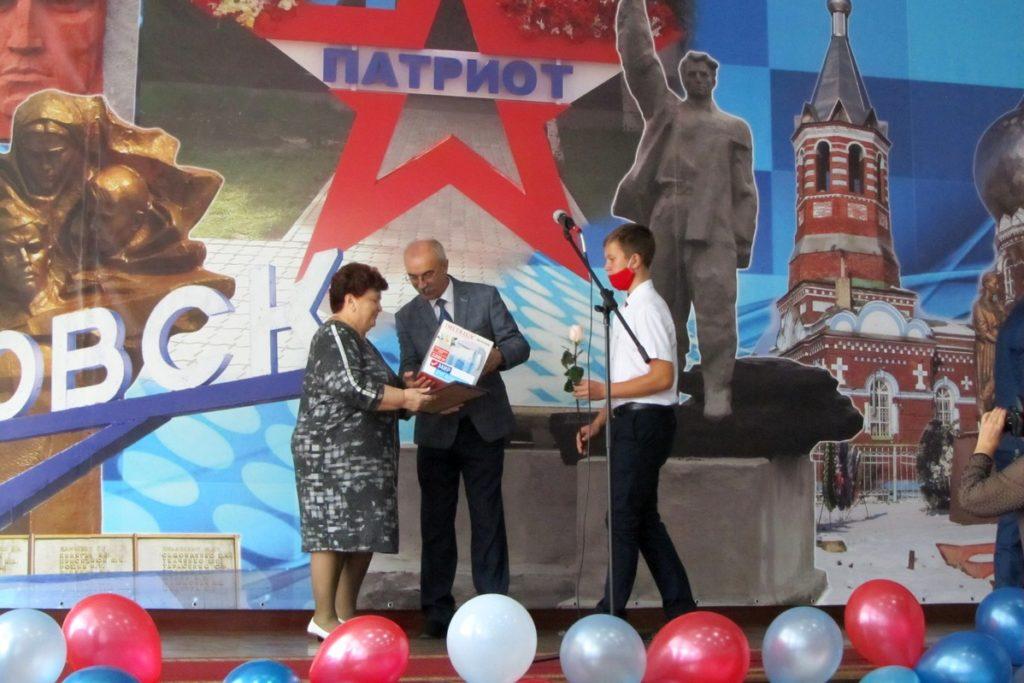 Активисты ОД «Мир Луганщине» поздравили с профессиональным праздником педагогов из городов и районов ЛНР 4