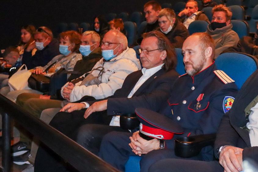 В луганском кинотеатре презентовали клип ансамбля «Новороссия» на песню «Донбасс за нами» 1
