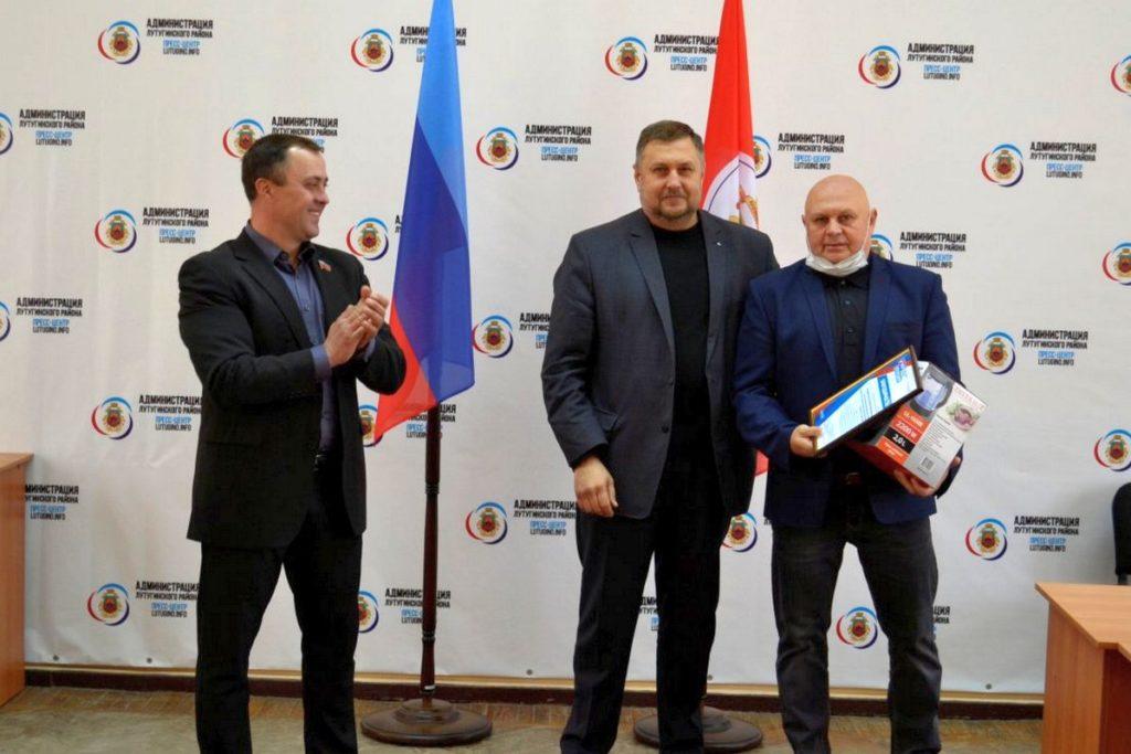 Активисты ОД «Мир Луганщине» поздравили с профессиональным праздником педагогов из городов и районов ЛНР 10