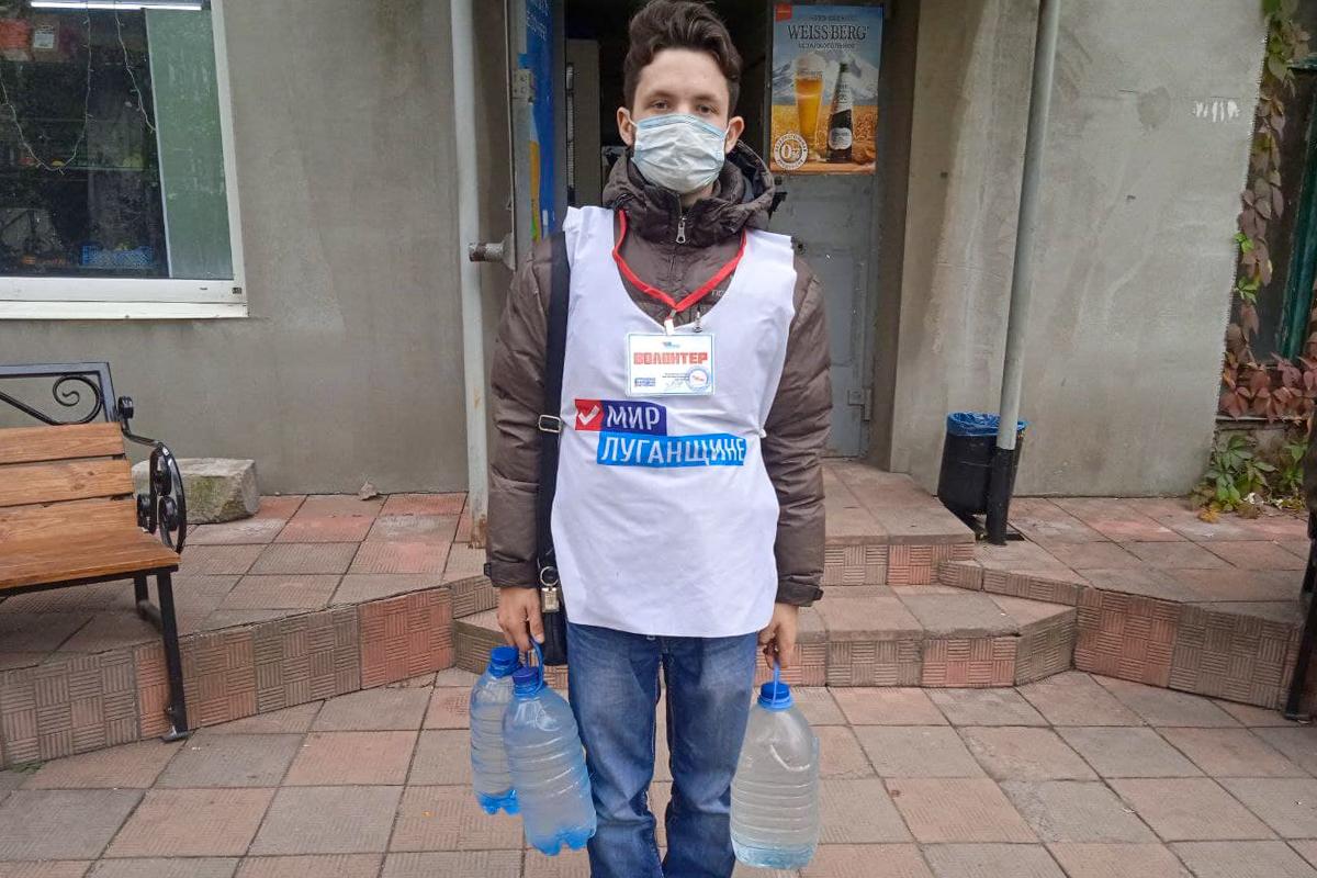 Волонтёры помогли одинокой пенсионерке из Перевальска 1